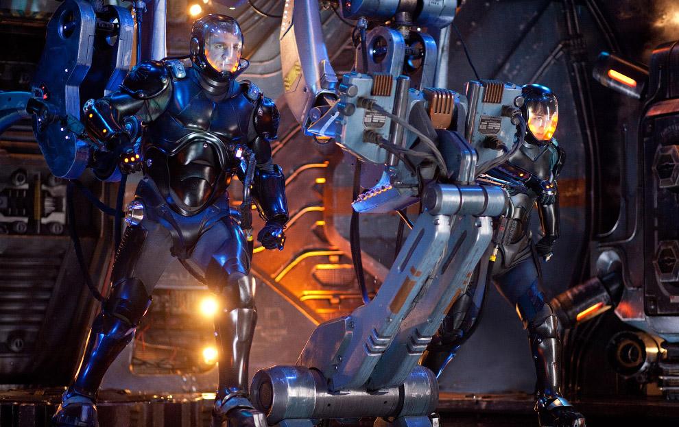 16. Были трёхметровые роботы в тонну весом, управляемые людьми (но не пилотами) в фильме «Живая