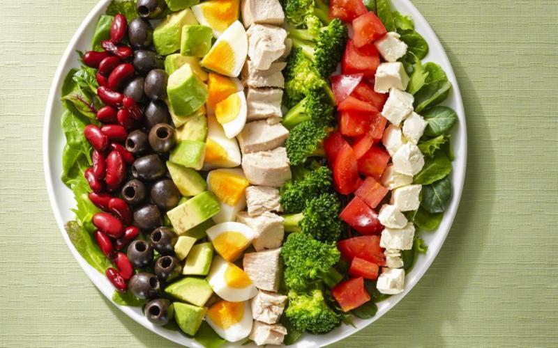 1. Кобб-салат был впервые приготовлен в конце 30-х годов ХХ века владельцем голливудской компании Br