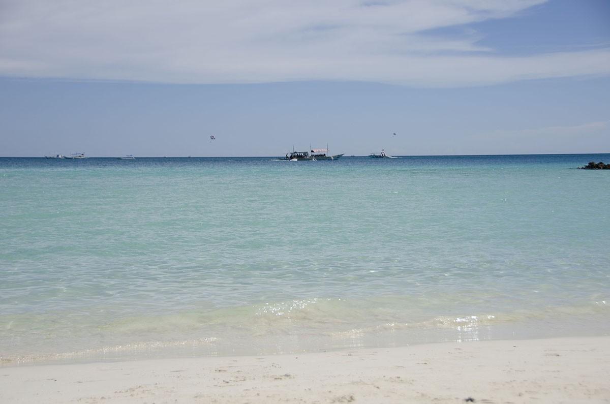 6. Для сравнения White beach в сезон…