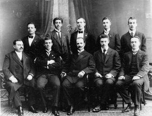 Группа членов гимнастического общества Пальма