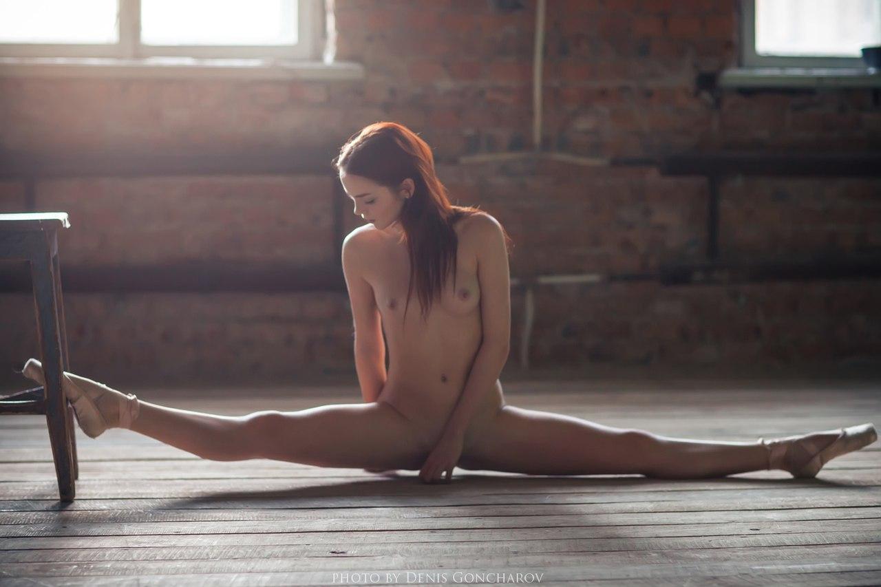 Шпагат голая эротика, Голые девушки на шпагате (37 фото) 19 фотография