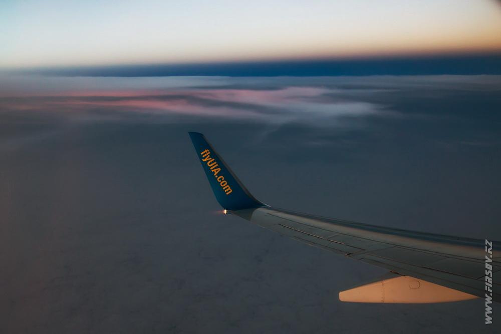 B-737_UR-PSB_Ukraine_International_Airlines_3_inflight_ .JPG
