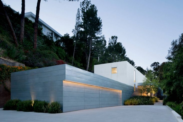 Ehrlich Yanai Rhee Chaney Architects designed this inspiring contemporary single family residence lo