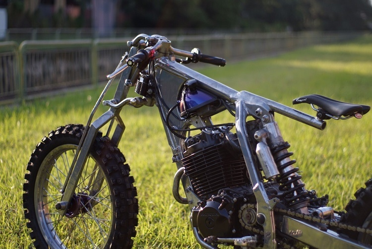 Bunny Builds Customs: кастом Honda XR400