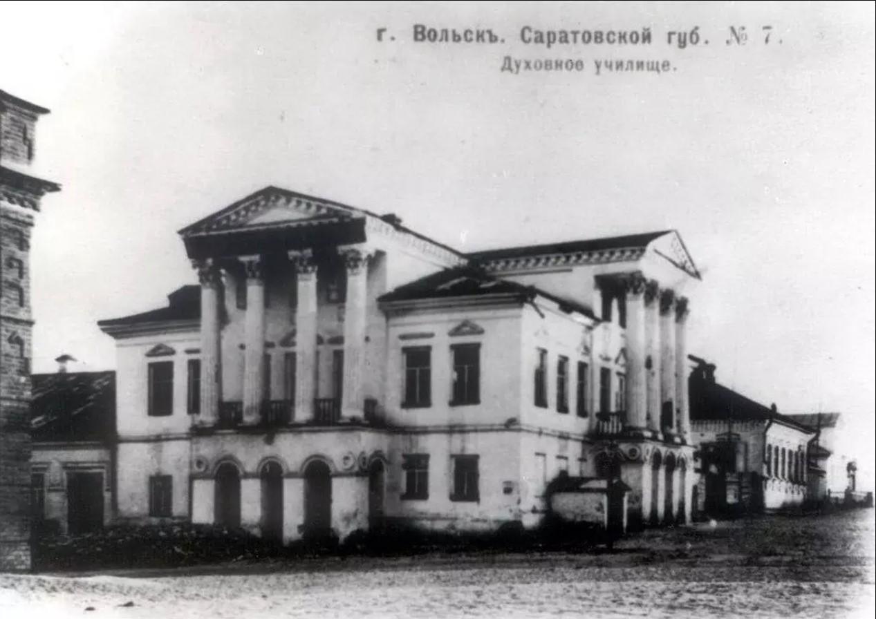 Старое здание духовного училища
