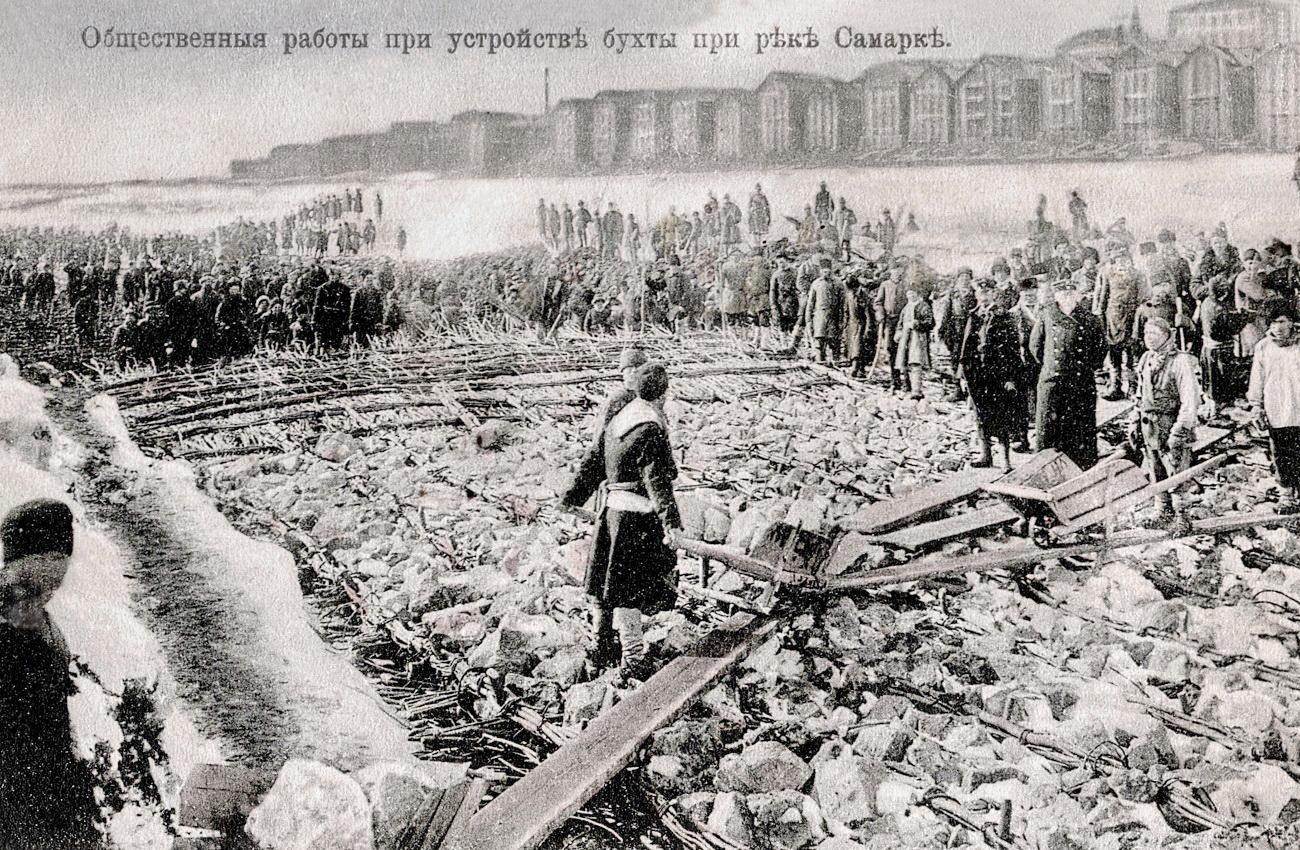 Общественные работы при устройстве бухты на реке Самарке