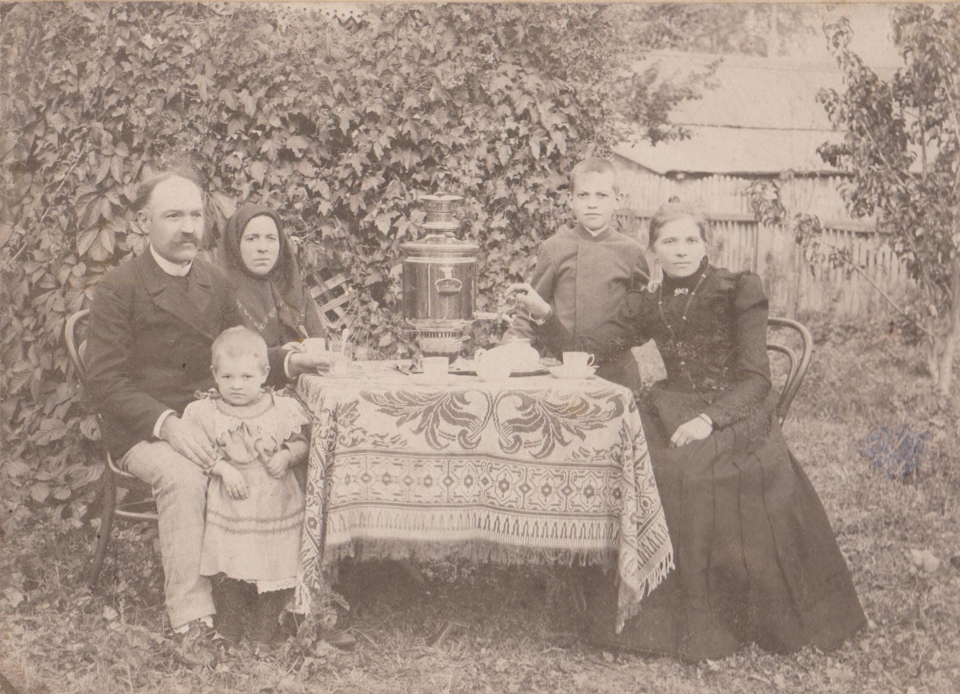 Синельщиков Николай Александрович с семьей