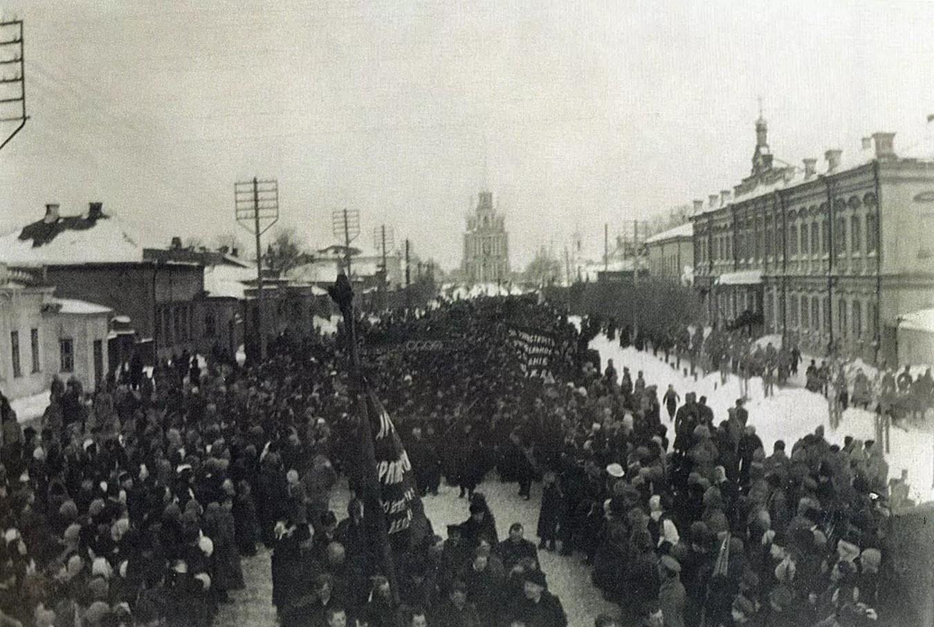 Соборная улица. Демонстрация во время Праздника свободы. 1917