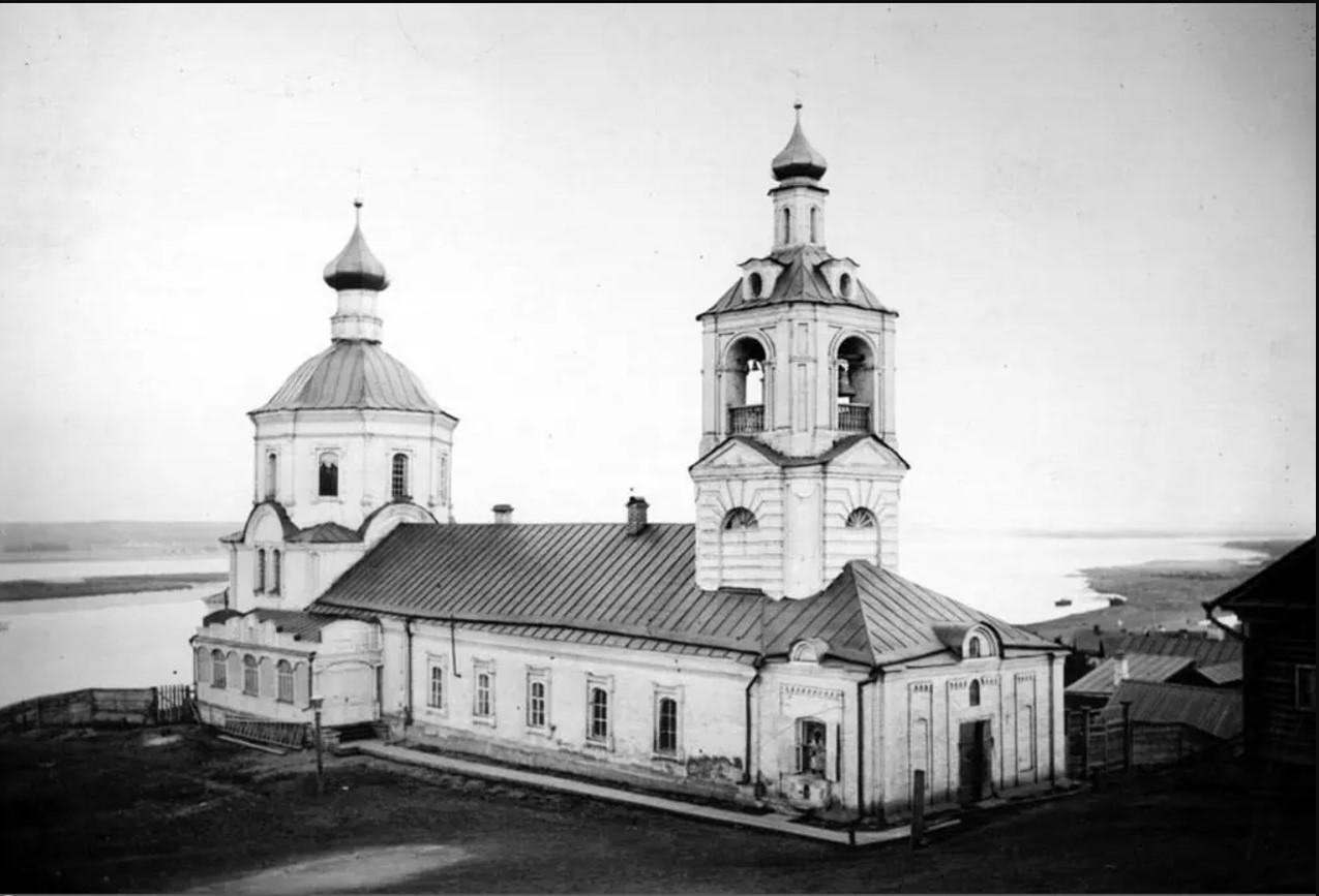 Вид на Смоленскую церковь и Волгу с лестницы Смоленского спуска