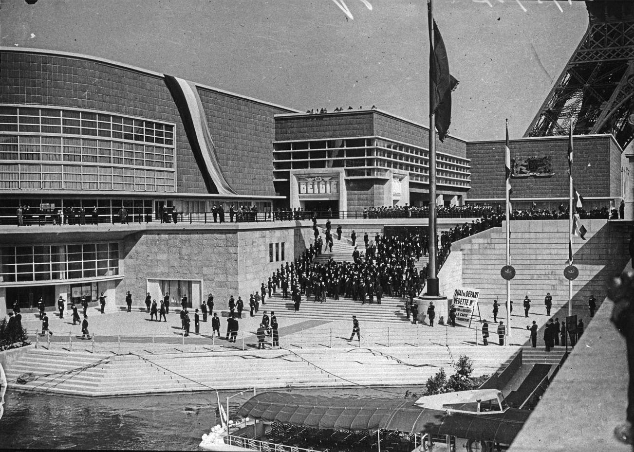 День открытия. Президентский кортеж перед павильоном Бельгии. 24 мая 1937