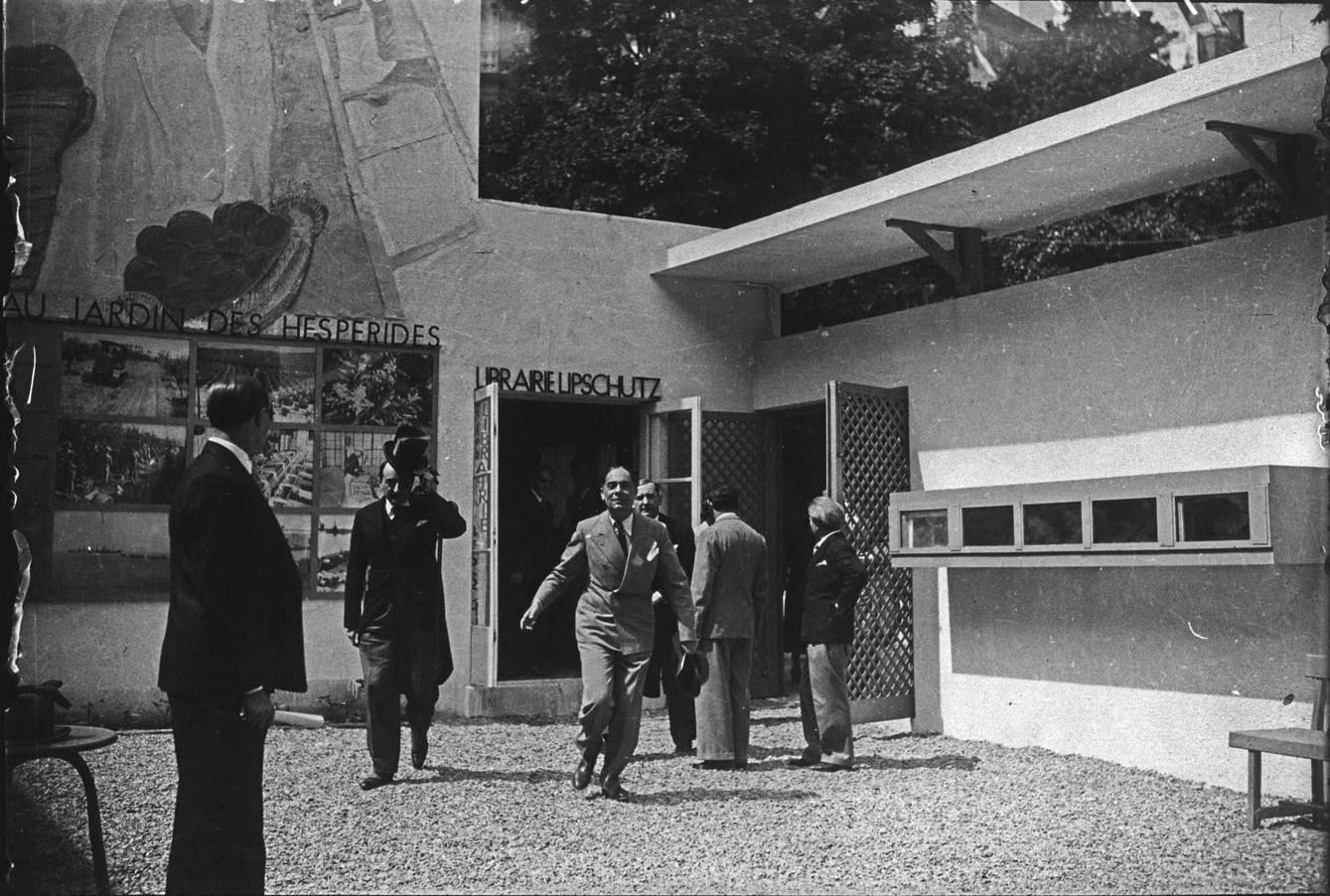 Торжественное открытие павильона Израиля-Палестины. Г-н Поль Бастид со шляпой в руке. 23 мая 1937