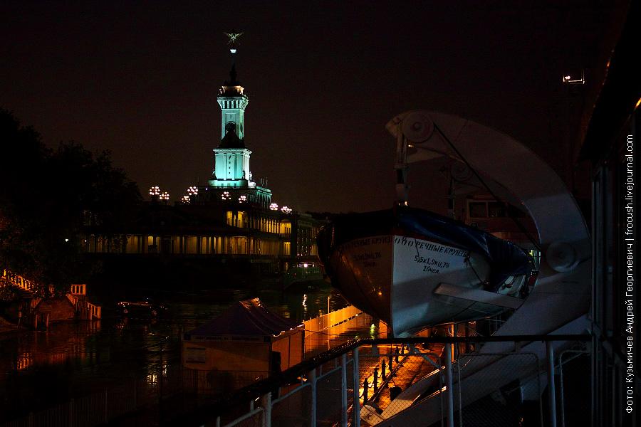 Северный речной вокзал ночью