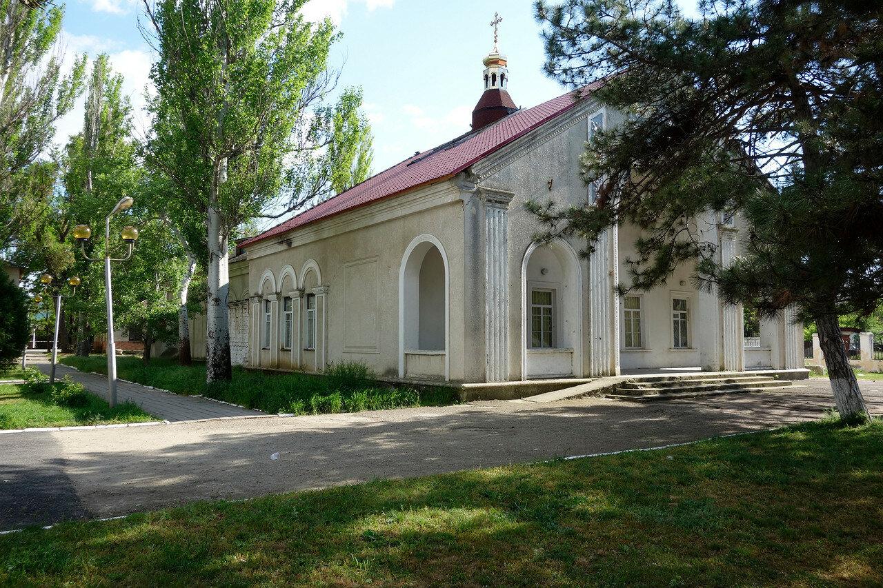 храм Иоанна Кронштадтского, бывший кинотеатр Родина