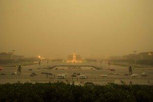 На Пекин обрушилась мощная песчаная буря