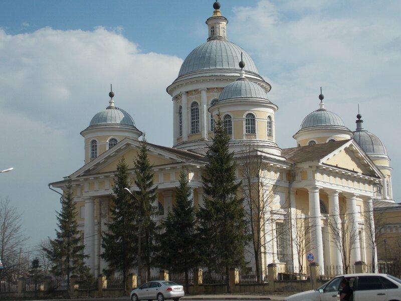 Спасо-Преображенский собор на берегу реки Тверцы в Торжке