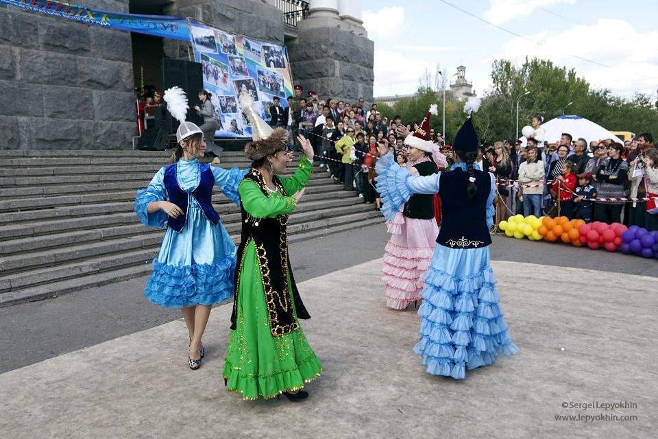 День города. Аллея национальных культур в Волгограде