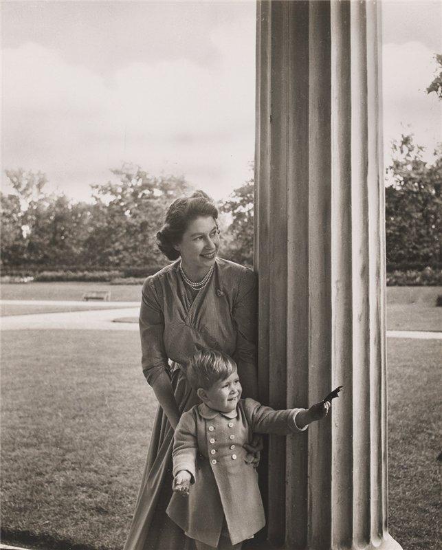 Принцесса Элизабет с сыном принцем Чарльзом. Сентябрь 1950 г.