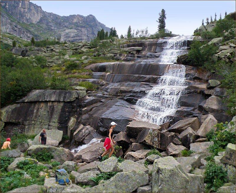 Добежали до водопада Тушканчик