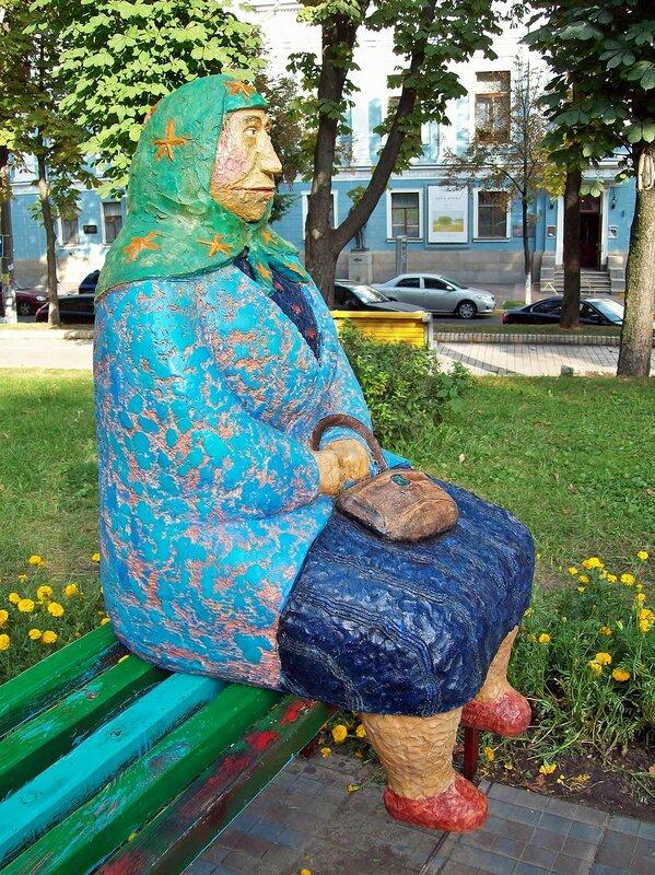 Памятник Бабушка классическая