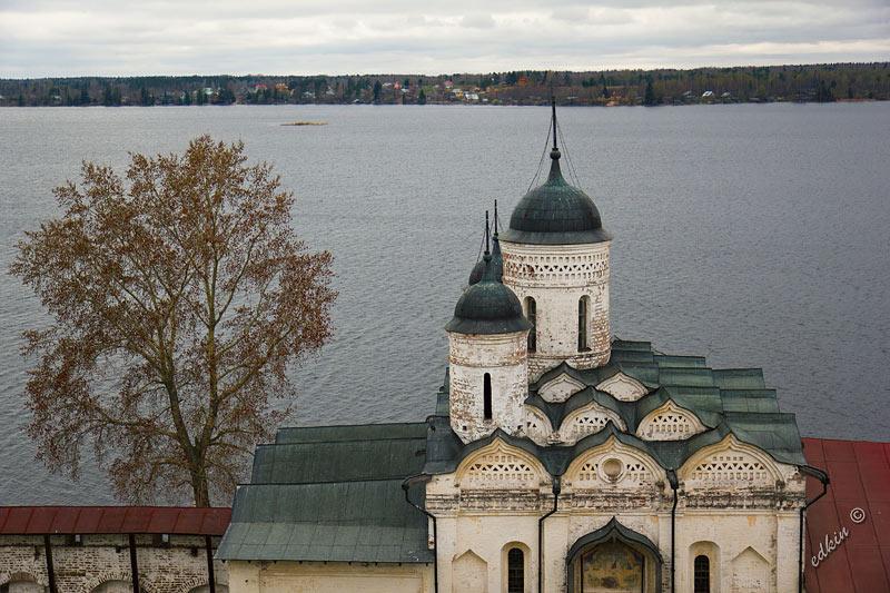 Вид со смотровой площадки Кирилло-Белозерского монастыря на Сиверское озеро