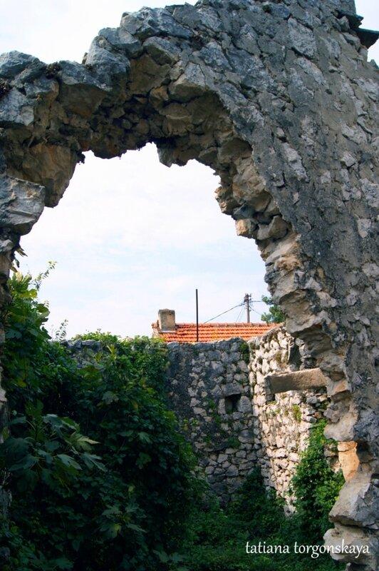 Руины дома в Требинье