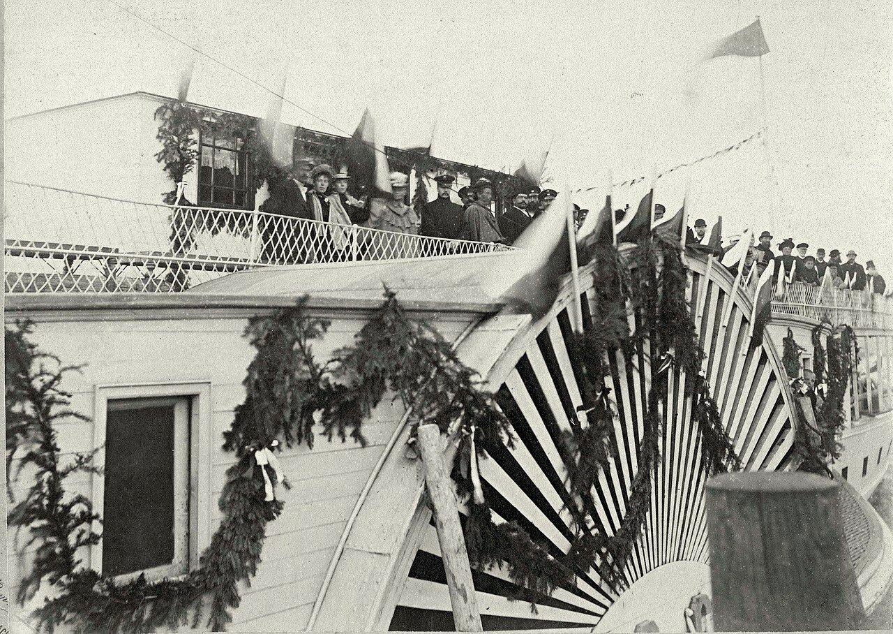 Гулянье в Троицын день по Енисею на пароходе Россия