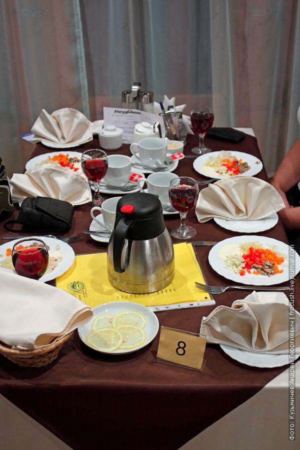 стол №8 в ресторане теплохода «Анна Ахматова»