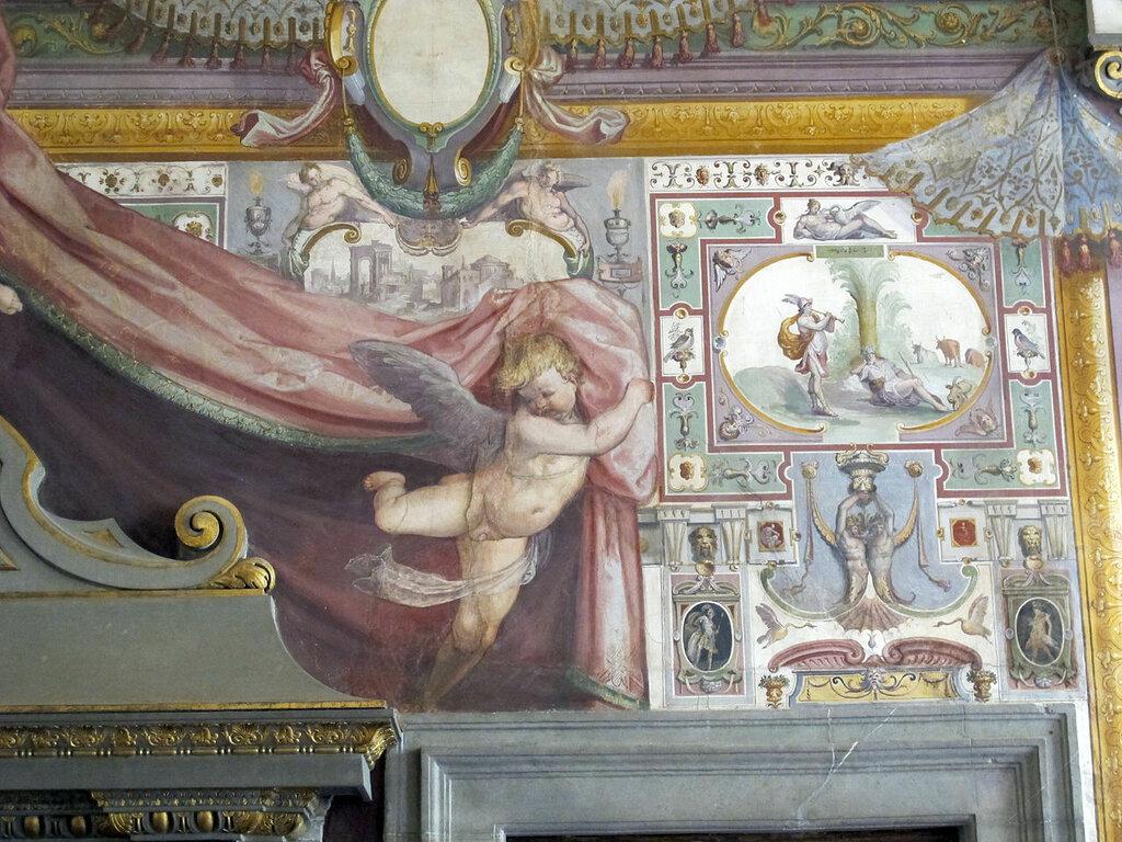 1280px-Palazzo_capponi-vettori,_salone_poccetti,_03_caminoi.jpg