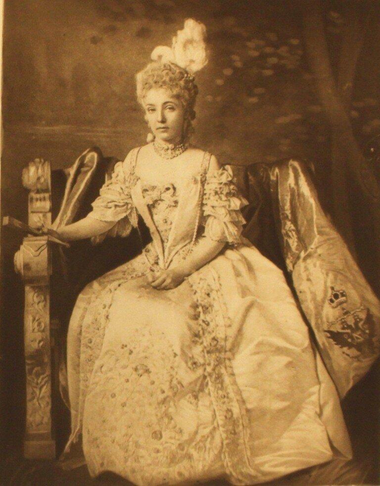 the-duchess-of-newcastle-as-princess-dashkofs-p254.jpg