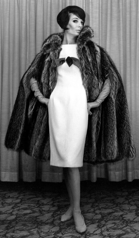 FASHION FOGARTY RACCOON CAPE