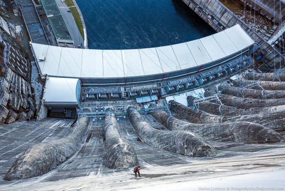 38. На строительство Саяно-Шушенской ГЭС ушло в общей сложности 9,7 миллионов кубометров бетона. Вме