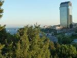 Р1000621   Вид из Мачка-парка на выход в Мраморное море и отель Ритц-Карлтон (справа)