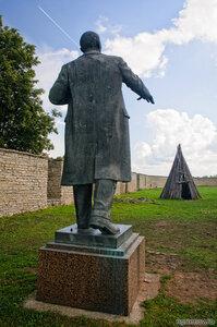 Памятник В.И.Ленину в Нарвской крепости (Ленин, Нарва, памятник, чум)