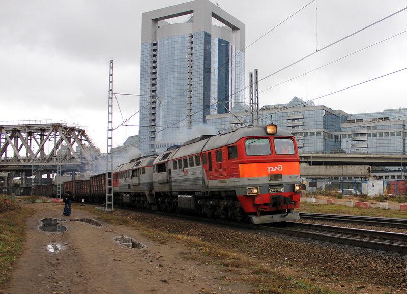 2М62у-0081 под мостом МОЖД по Белке