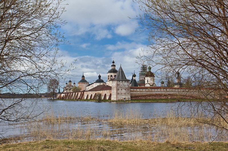 Вид на Кирилло-Белозерский монастырь со стороны Сиверского озера