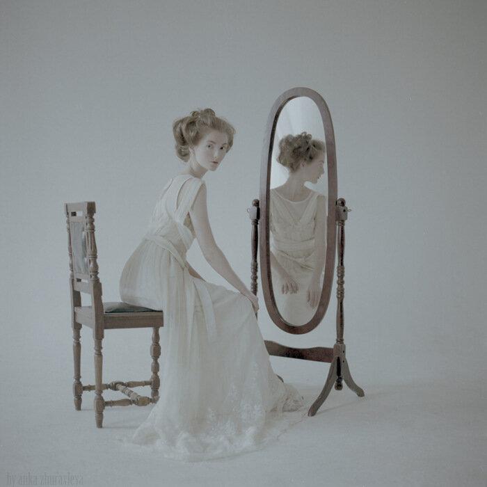 Юля большая и зеркало 6_sm.jpg