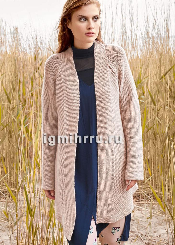 Длинный шерстяной кардиган цвета пудры, связанный платочной вязкой. Вязание спицами