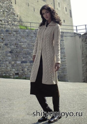 Пальто с косами, связанное спицами. Описание и схемы бесплатно