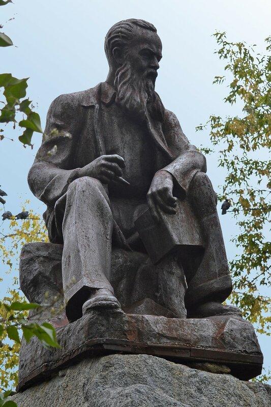 Памятник П. Бажову