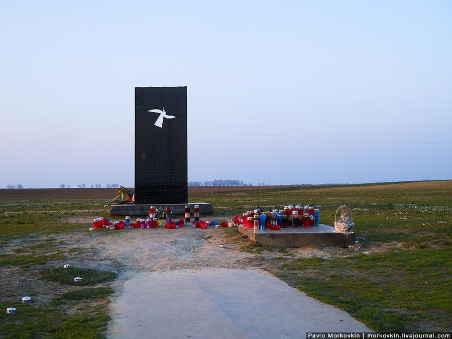 Памятник жертвам вуковарской резни на свиноферме Овчара