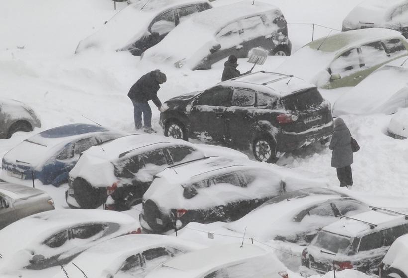 Сильный снегопад парализовал дорожное движение Украины 0 13d2d2 617703a0 orig