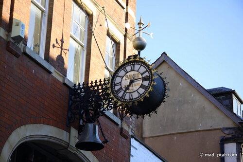 глостер, англия, старинные часы