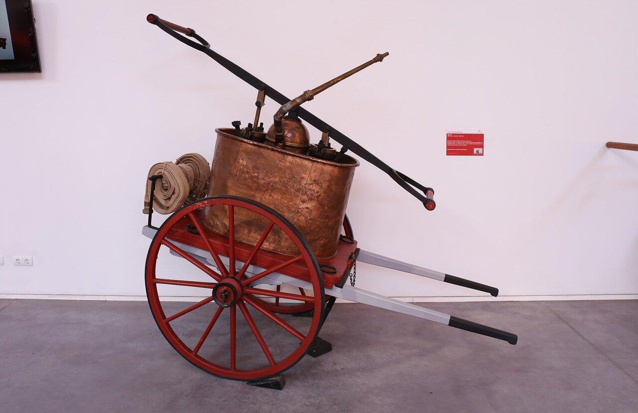 Музей пожарного дела в Сарагосе. Ручной насос