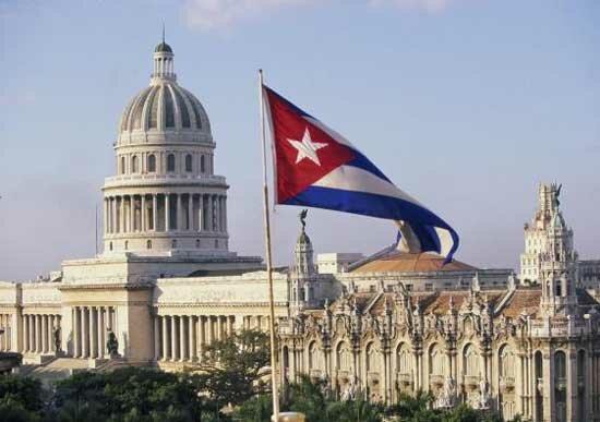 История Кубы второй половины ХХ столетия порождает в нашем сознании образы несокрушимых революционеров, самоотверженной борьбы кубинского народа. Однако, лишь сегодня, остров Свободы возвращает себе утерянную славу лучших курортов Нового Света, бывшую некогда местом отдыха американской и европейской богемы, промышленников и элиты.