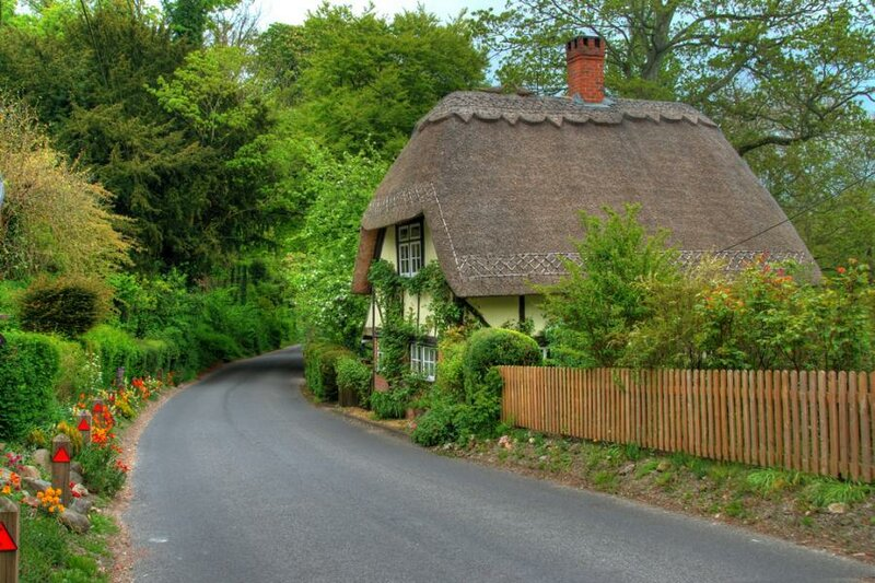cottage thatched roof england.jpg
