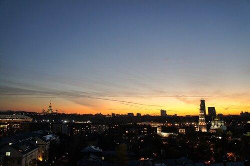 Октябрьский закат в Москве