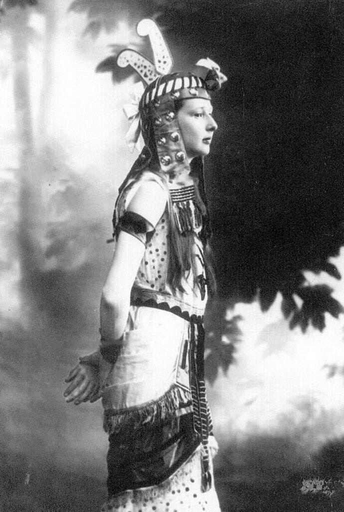 Дочь П.А.Столыпина Ольга в маскарадном костюме