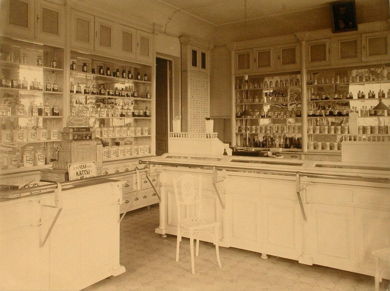 13. Внутренний вид помещения аптеки