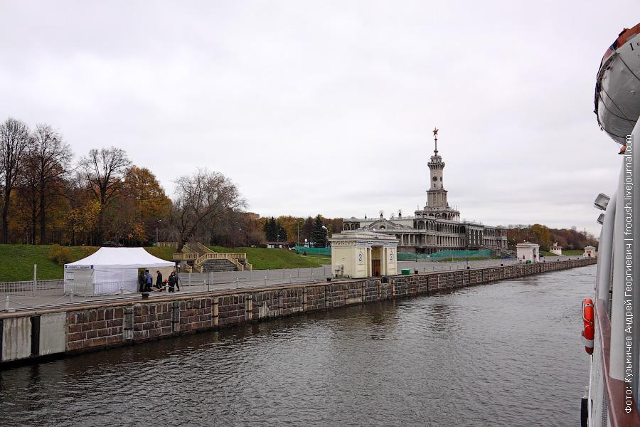 причалы Северного речного порта в Москве