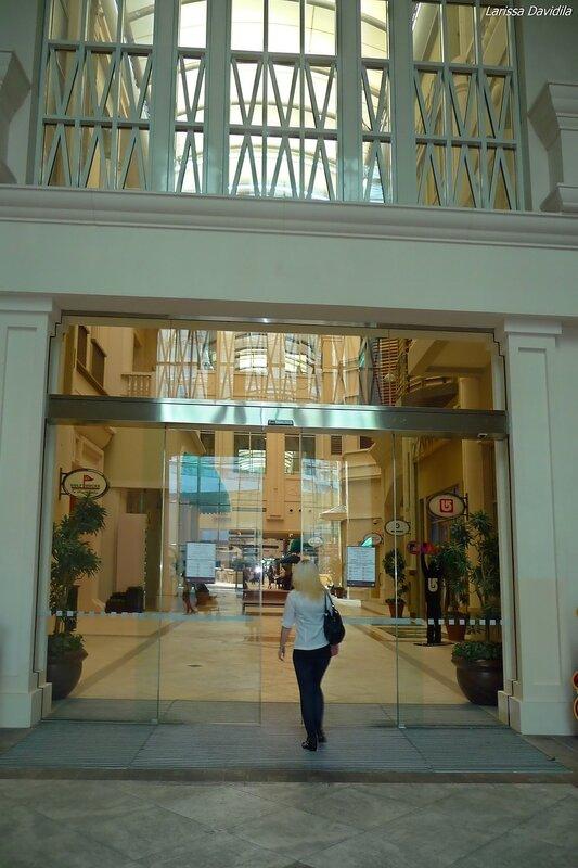 Вход в торговый центр со стороны Бурдж Халифа.